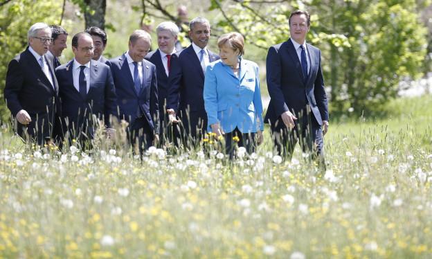 Die Teilnehmer am G7-Gipfel auf dem Weg zu ihrem ersten Treffen im Schlosshotel Elmau in Oberbayern am 7. Juni 2015.