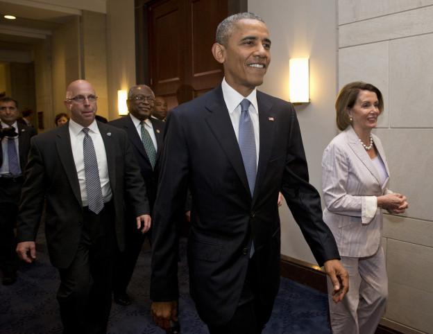 Präsident Obama verlässt eine Sitzung mit der demokratischen Fraktion des Abgeordnetenhauses, zusammen mit Fraktionschefin Nancy Pelosi.