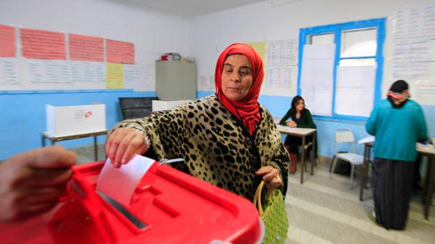 Ende 2014 haben die Bürgerinnen und Bürger Tunesiens erstmals frei ihren Präsidenten wählen können.  Erfahrungen mit direkter Demokratie auf Gemeindeebene haben sie bisher aber kaum.