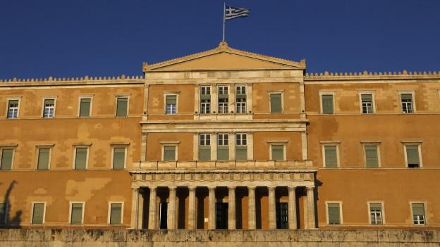 Das Athener Parlament in der Abendsonne.