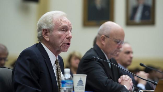 Senator Joseph Liebermann (links) und Michael Hayden, früherer NSA-Direktor (mitte) und Botschafter Nicholas Burns diskutieren.