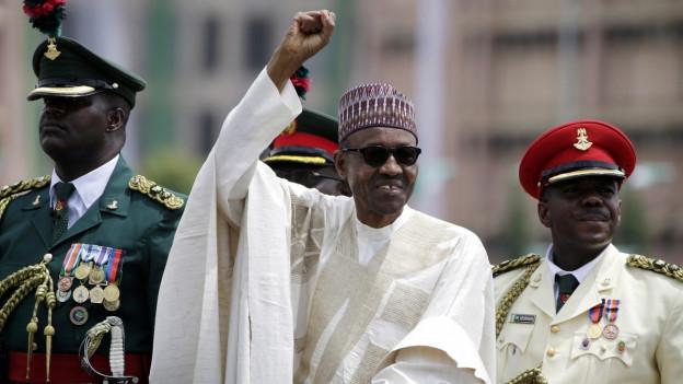 Auf dem Bild ist der Präsident von Nigeria, Muhammadu Buhari, zu sehen, bei seiner Amtseinführung Ende Mai in Abuja