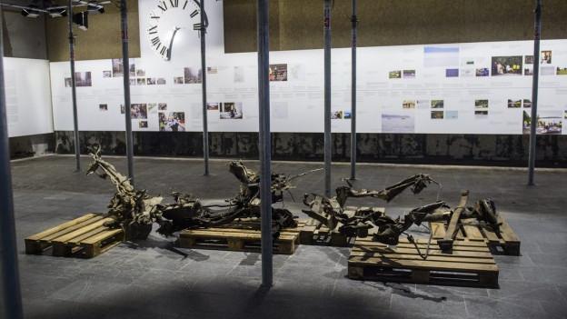 Die Überreste von Breiviks Auto, das er für seine Taten benutzte, liegen in einem Raum der Ausstellung in Oslo.