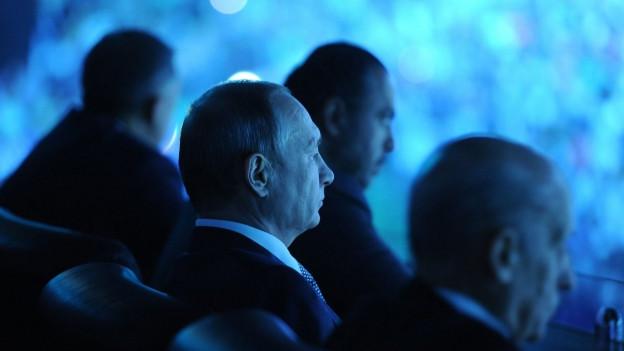 Aufnahme des russischen Präsidenten Putin von der Seite.