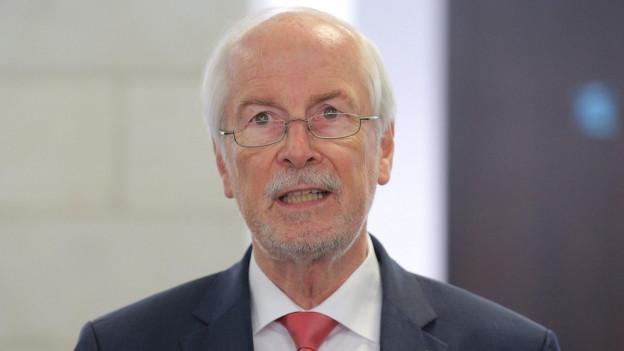 Der Chef der Bundesanwaltschaft, Harald Range, spricht vor Journalisten