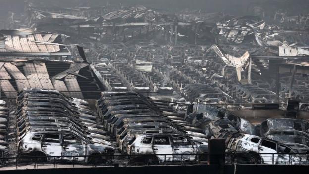 Zerstörte Gebäude und Häuser nach den verheerenden Explosionen und Bränden in Tianjin.