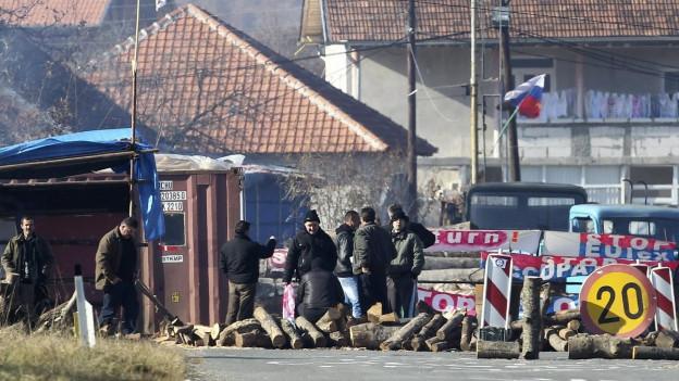 Proteste an einem Grenzübergang zwischen Kosovo und Serbien im Jahre 2011.