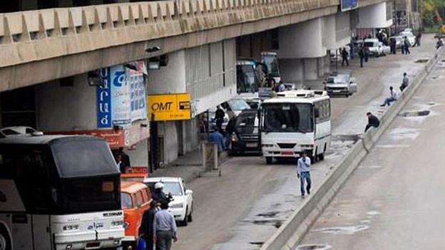 Der zentrale Busbahnhof «Charles Helou» in Beirut ist kein architektonisches Schmuckstück, sondern ein modernistischer Zweckbau unter einer Schnellstrasse. «Charles Helou» war schon immer Ausgangspunkt für Busreisen in den Norden von Syrien. Auch jetzt noch im Krieg.