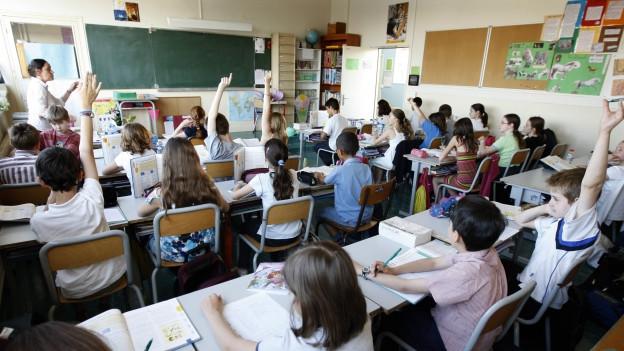 Auf dem Bild zu sehen ist eine Schulklasse in Vincennes, in der Nähe von Paris.