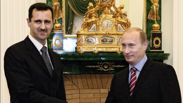 Auf dem Bild sind Russlands Präsident Wladimir Putin und Syriens Staatschef Baschar al-Assad bei einem Treffen im Jahr 2006 zu sehen