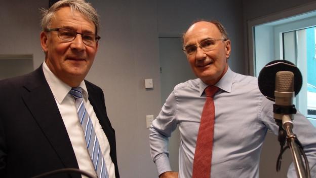 CVP-Ständerat Urs Schwaller (links) und FDP-Ständerat Felix Gutzwiller diskutieren im Radiostudio Bern über die Rentenreform.