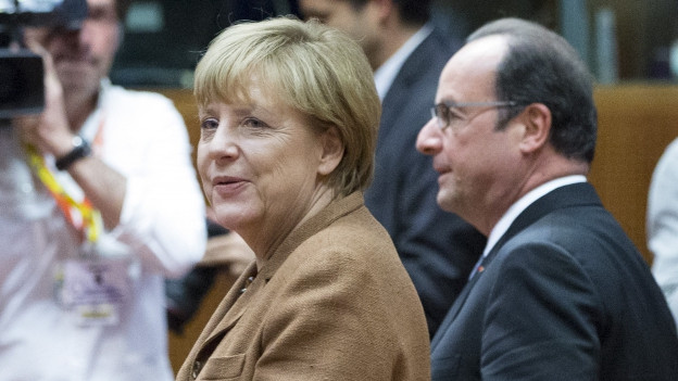 Zu sehen sind Kanzlerin Merkel und Präsident Hollande am EU-Gipfel in Brüssel am Mittwoch abend.