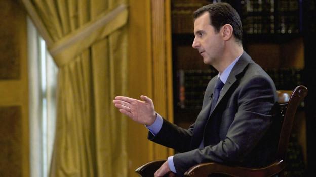 Auf dem Bild zu sehen ist Syriens Machthaber Assad während eines TV-Interviews in Damaskus im März 2015.