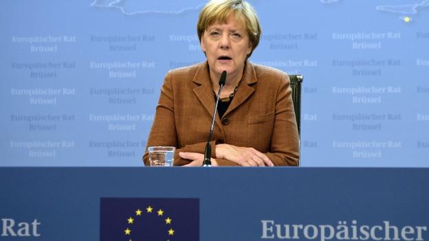 Bundeskanzlerin Angela Merkel spricht zu den Medien
