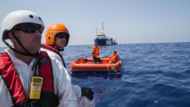 Aufnahme von MSF-Mitarbeiter unterwegs auf dem Mittelmeer.