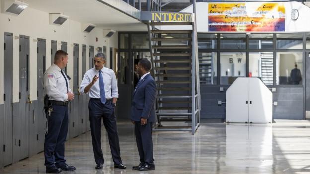 Aufnahme von US-Präsident Obama in einem US-Gefängnis.