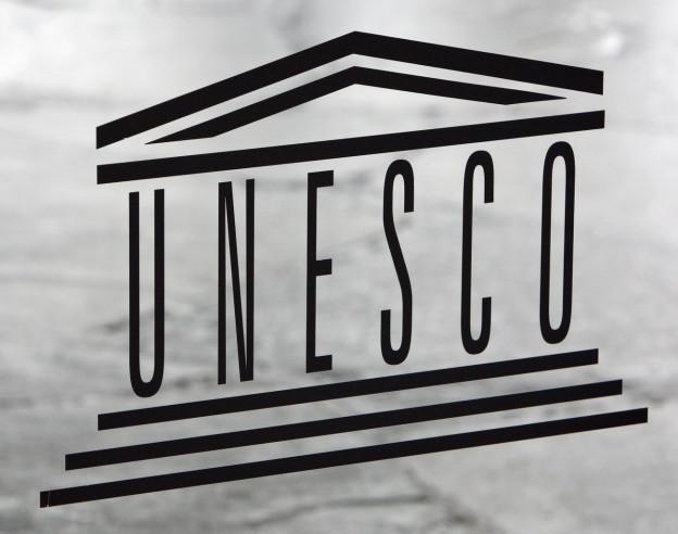 Der Unesco-Schriftzug, schwarz auf weiss, am Hauptsitz in Paris.