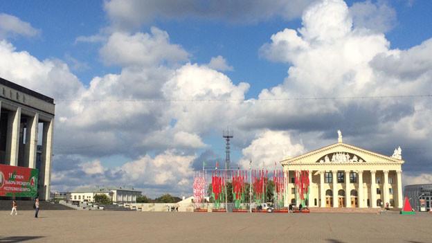 Der Palast der Republik (l.) und der Kulturpalast (r.) in Minsk.