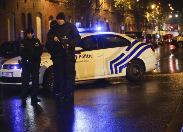 Polizeibeamte in den Straßen von Molenbeek, einem Quartier in Brüssel.