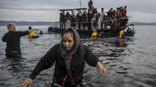 Flüchtlinge bei der Ankunft auf der griechischen Insel Lesbos.
