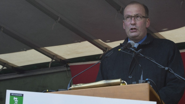 Das Bild zeigt Markus Ritter, Präsident des Bauernverbands, bei seiner Rede auf dem Bundesplatz.