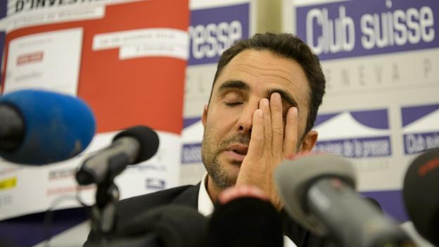 Auf dem Bild sieht man Hervé Falciani an einer Medienkonferenz Ende Oktober in Frankreich.
