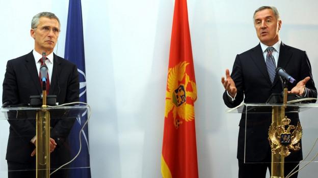 Nato-Generalsekretär Jens Stoltenberg und Montenegros Regierungschef Milo Djukanovic an einer Pressekonferenz.