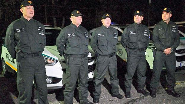 Slowakische Polizeikräfte helfen Ende Oktober ihren ungarischen Kollegen in der Nähe von Budapest.