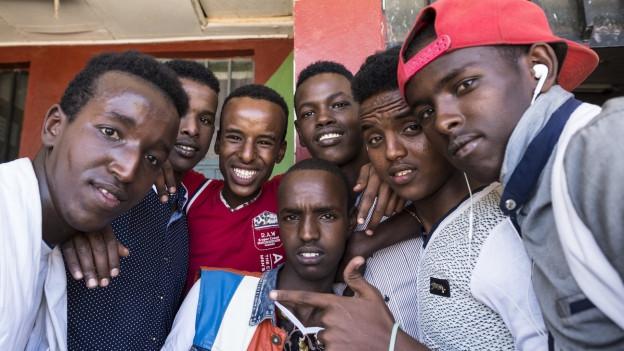 Das Bild zeigt Jugendliche in einem äthiopischen Flüchtlingscamp im Oktober 2015.