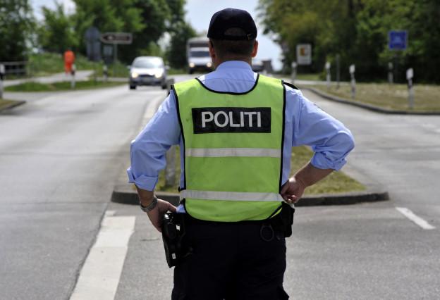 Ein dänischer Polizist an der Staatsgrenze zu Schweden.