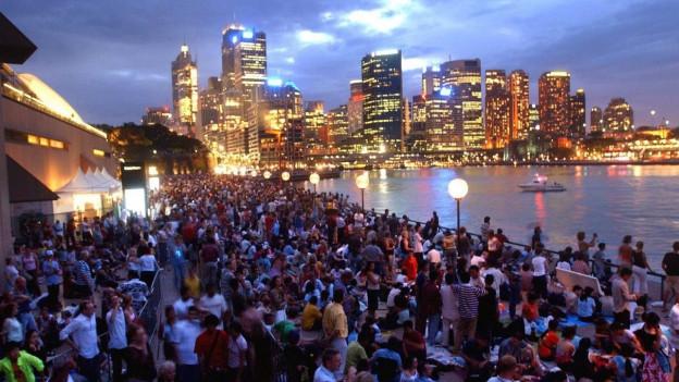 Menschen dicht gedrängt im Zentrum von Sydney
