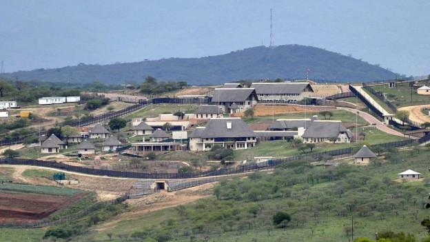 Zu sehen ist das Privatanwesen von Südafrikas Präsident Jacob Zuma in Nkandla in der Provinz Kwazulu Natal (Aufnahme vom September 2012).
