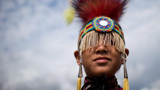 Ein junger Tänzer aus der Musqueam First Nation in Vancouver