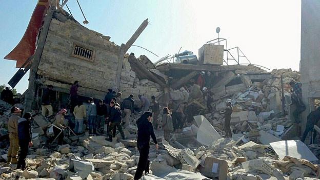Das Spital von Médecins sans Frontières nach der Bombardierung. Es bleibt nicht als ein Berg von Trümmern.