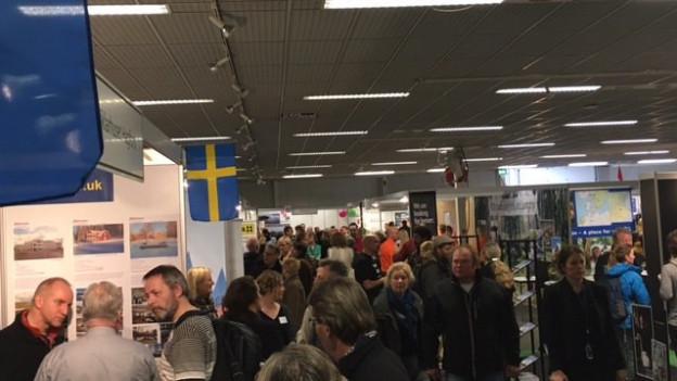 Aussteller an der Emigrationsmesse in Houten (NL) präsentieren ihre Angebote.