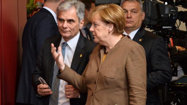 Österreichs Kanzler Faymann und Deutschlands Kanzlerin Merkel am EU-Gipfel