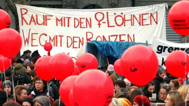 Forderung nach gleichen Löhnen: Kundegebung am Weltfrauentag 2004 in Zürich.
