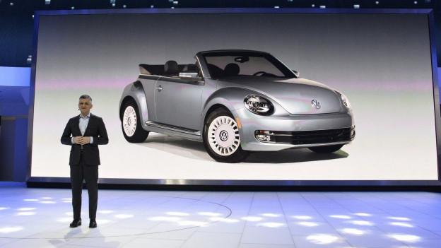 Der mittlerweiel zurückgetretene US-VW Chef Michael Horn bei der Präsentation des neuen Beetle.