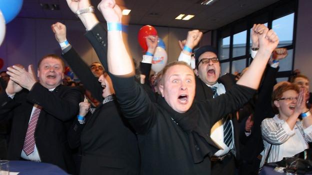 Anhänger der «Alternative für Deutschland» ( AFD ) feiern die Gewinne bei den Parlamentswahlen in den Ländern Baden-Württemberg, Sachsen-Anhalt und Rheinland-Pfalz.