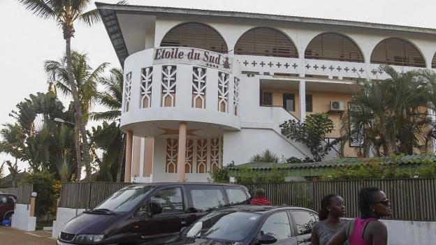 Zu sehen ist eines der Hotels, das Terroristen in der Elfenbeinküste angegriffen haben.