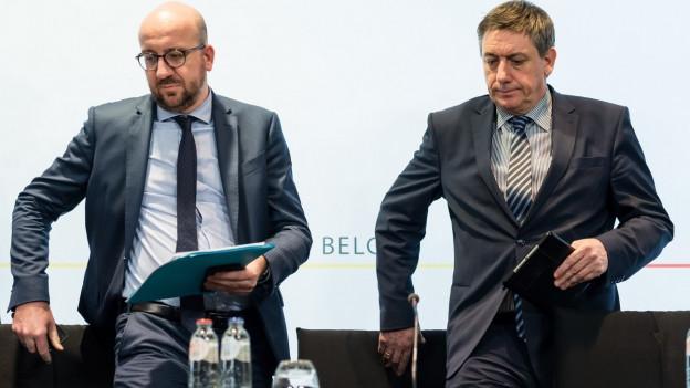 Belgiens Premier Michel und Innenminister Jambon bei einer Pressekonferenz.