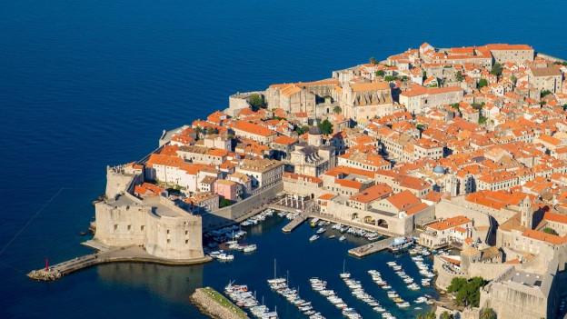 Blick auf die kroatische Hafenstadt Dubrovnik