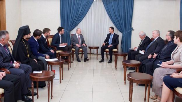 Eine russische Delegation zu Besuch bei Syriens Präsident Assad.