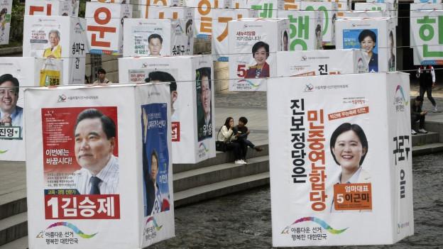 Wahlplakate in der südkoreanischen Hauptstadt Seoul.