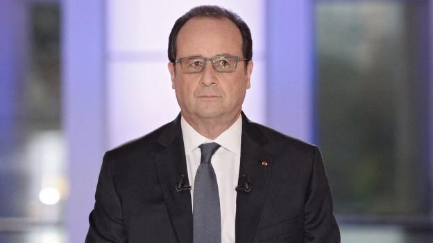 Das Bild zeigt Frankreichs Präsident Hollande bei einem Fernsehauftritt am 14. April 2016.
