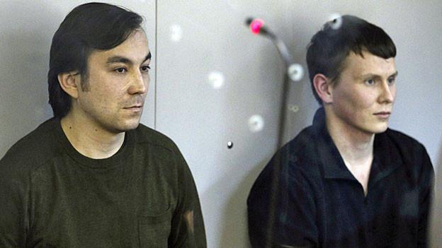 Die Russen Alexander Alexandrov und Evgeni Erofeev im Gericht in Kiew.