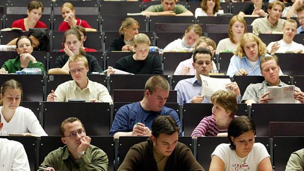Die heutigen Jugendlichen sind keine Rebellen mehr: Hier junge Deutsche bei einer Vorlesung.