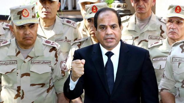 Abdel Fattah al-Sisi mit Vertretern der ägyptischen Armee
