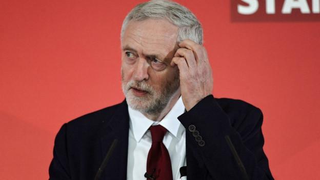 Hat Grund zur Sorge: Der Labour-Chef Jeremy während einer Wahlkampfveranstaltung in Harlow.