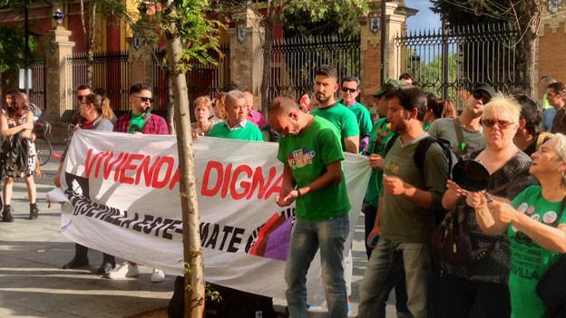 Protestkundgebungen gehören immer noch zum Bild. Hier eine Demonstration für würdigen Wohnraum in Sevilla.